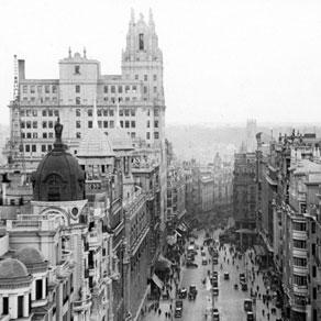 DETRÁS DE LA GRAN VÍA DE MADRID…