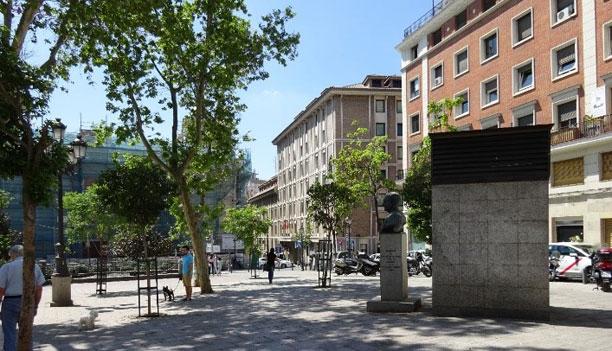 Cabinas telefónicas, aseos públicos, chimeneas de ventilación, monumento…
