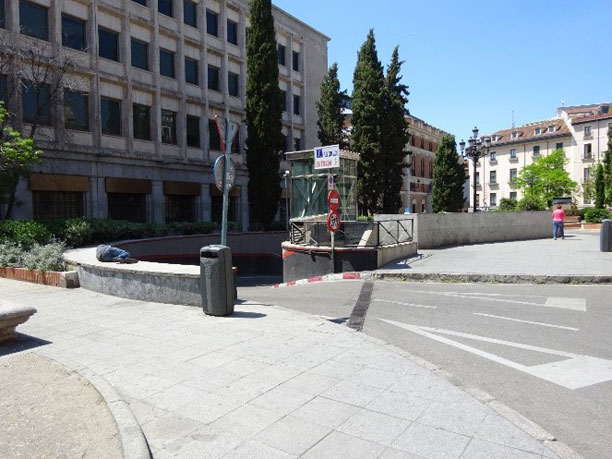 Rampa en el centro de la plaza de las Descalzas