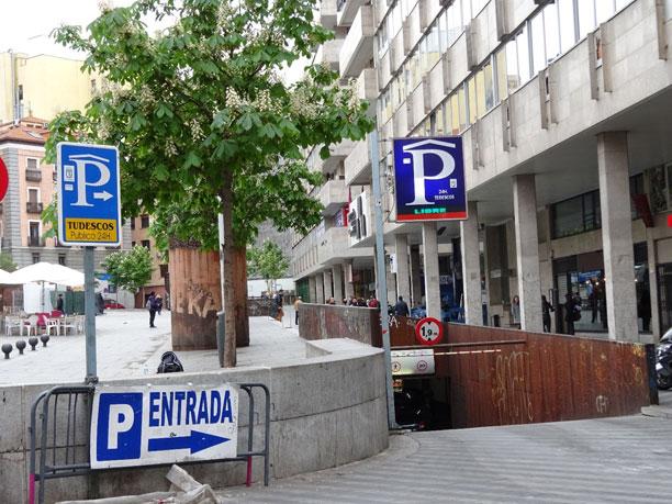 Entrada al aparcamiento desde la Calle Silva