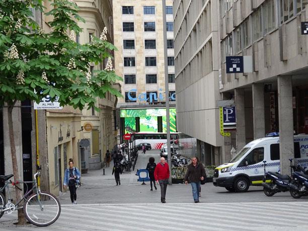 Entrada al aparcamiento desde la Calle Tudescos
